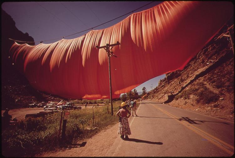 Valley Curtain (USA), 1972 - Christo and Jeanne-Claude