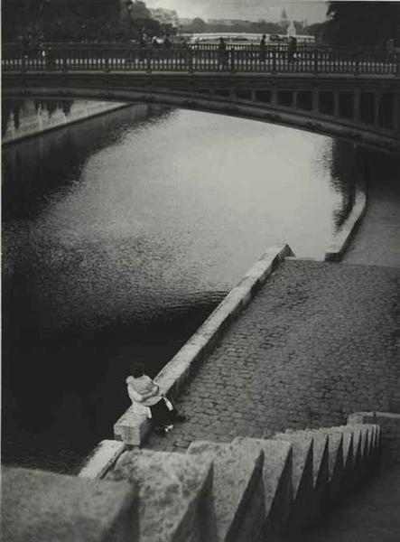 Couple kissing under the Pont au Double, Paris - Brassaï
